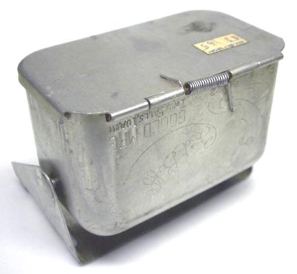 Vintage fly fishing aluminum bait baffler for belt worm for Fishing worm box